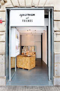 A small ice cream shop in Barcelona wins the 2013 Restaurant And Bar Identity Award for their color palette and the many pairs of eyes implemented into their identity and customer experience. Cafe Shop, Cafe Bar, Commercial Design, Commercial Interiors, Cafe Design, Store Design, Design Shop, Retail Interior, Interior And Exterior
