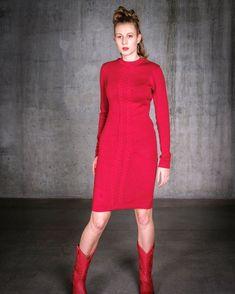 """Susanne Hirt Schnittmuster on Instagram: """"Ein Kleid mit einem 🧶 Merinostrick von @schneiderstrick zu nähen ist ein absolutes Kinderspiel! . Die Strickstoffe haben nämlich eine…"""" Schneider, Trends, High Neck Dress, Sweaters, Instagram, Dresses, Fashion, Fashion Styles, Kid Games"""