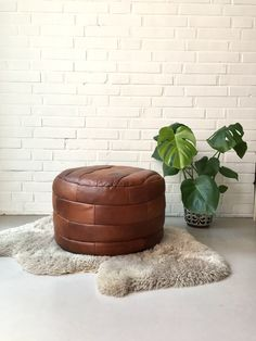 Vintage Pouf, Sitzkissen Leder, Hocker retro, Midcentury, Boho, Camel Hocker, Artisan Design von moovi auf Etsy