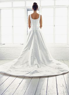 The Knot's Tips for Saving Money on a Wedding | AndersonCooper.com #AndersonLive @andersontv #money #savings #wedding #marriage #dress