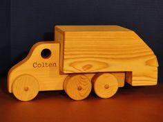 Caminhão de lixo 0125 por ToysByJohn no Etsy  DIMENSÕES 16-1 / 2 polegadas de comprimento 7-1 / 2 polegadas de altura 5 polegadas de largura $23.49