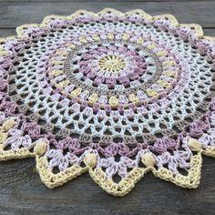 free crochet patterns and inspiration Boho Crochet Patterns, Crochet Mandala Pattern, Crochet Cross, Crochet Round, Doily Patterns, Crochet Chart, Crochet Home, Thread Crochet, Crochet Designs