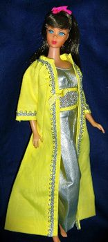 Vintage Barbie Silver Polish - Silver Lame Jumpsuit, Yellow Long Coat with Silver Trim, Yellow Pilgrim Shoes This mod ensemble is another version of Barbie's hostess pajamas (what jumpsuits were called then) with a dress or coat over them. Play Barbie, Barbie I, Barbie Dream, Barbie World, Barbie And Ken, Vintage Barbie Clothes, Vintage Dolls, Doll Clothes, Doll Wardrobe