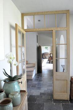 Like glass door/sdreen in hall Hallway Flooring, Slate Flooring, Interior Architecture, Interior Design, Interior Door, House Entrance, Entrance Halls, Internal Doors, Windows And Doors
