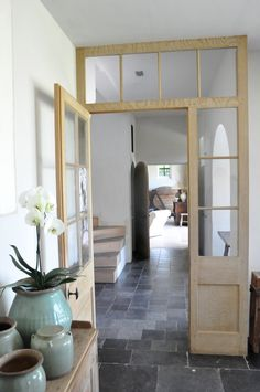 Love neutral/grey slate floors. Reminds me of my grandparent's house.