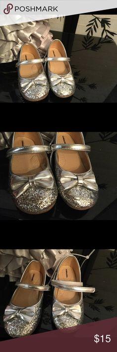 Little girls Silver dress shoes Pretty sparkling silver dress shoes Shoes Dress Shoes