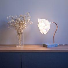 Luminária DeluxeLamp - Materiais especialmente escolhidos, dando delicadeza e leveza à Luminária DeluxeLamp!