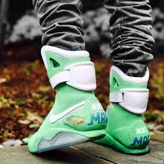 No photo description available. Retro Sneakers, Shoes Sneakers, Tenis Basketball, Nike Air Mag, Marvel Shoes, Fresh Shoes, Nike Shoes Outlet, Streetwear, Sneaker Boots