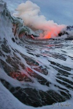 Le Monde, Fr Image du jour - Rencontre d'une coulée de lave et d'une vague, Hawaï. crédit photo : CJ Kale  Imagen del día - reunión de un flujo de lava y una ola, Hawaii. crédito: CJ Kale (Traducido por Bing)