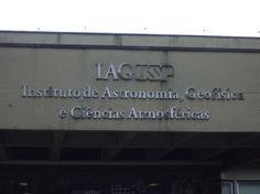 Fachada do IAG USP ( Instituto de Astronomia, Geofísica e Ciências Atmosféricas). Destina-se a todos os usuários do local.
