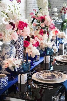 Read more about candles decorative living room Check the webpage for more. Chinese Wedding Decor, Oriental Wedding, Blue Table Settings, Place Settings, Dresser La Table, Chinese Table, Estilo Shabby Chic, Blue And White China, Pink Black