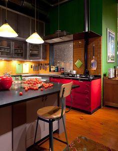 55 идей кухонь с островом (фото) http://happymodern.ru/kukhni-s-ostrovom/ Яркая…