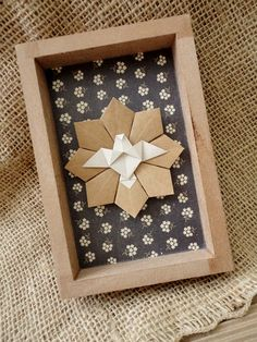 Quadro Divino Espírito Santo Diy And Crafts, Crafts For Kids, Arts And Crafts, Paper Crafts, Origami And Kirigami, Origami Paper, Bible Bookmark, Christmas Origami, Sunday School Crafts