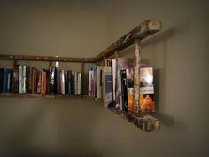 7. Eski bir merdiven kitaplık haline dönüştürülmüş