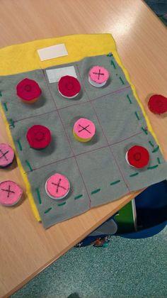 Isänpäivälahjaksi ristinolla-peli. Idea täältä . Kids Fun, Cool Kids, Picnic Blanket, Outdoor Blanket, Teaching, Education, Picnic Quilt, Onderwijs, Learning
