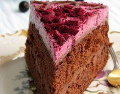 Шоколадный торт с черной смородиной