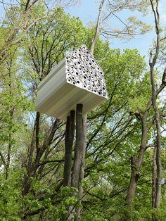 """Le """"Bird-Apartment"""", un concept d'appartement pour oiseaux pensé par Nendo au beau milieu du centre naturel de Momofuku Ando à Komoro (Japon)"""