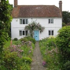 Some pretty Cottage morning inspo.. #countrycottage #whitecottage #morning #morninginspiration