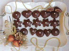 Plnené perníčky Gingerbread Cookies, Cake, Desserts, Food, Basket, Gingerbread Cupcakes, Tailgate Desserts, Deserts, Kuchen