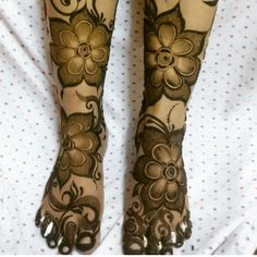 No photo description available. Leg Henna Designs, Wedding Henna Designs, Modern Henna Designs, Khafif Mehndi Design, Latest Henna Designs, Rose Mehndi Designs, Mehndi Design Pictures, Dulhan Mehndi Designs, Beautiful Mehndi Design
