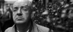 http://mundodelivros.com/vladimir-nabokov/ - É em St. Petersburgo, no dia 23 de Abril de 1899, que nasce Vladimir Nabokov. Numa época em que a Rússia se começava a transformar lentamente, Vladimir nasce no seio de uma família abastada, que encoraja os seus filhos a imaginar e pensar sem limitações.