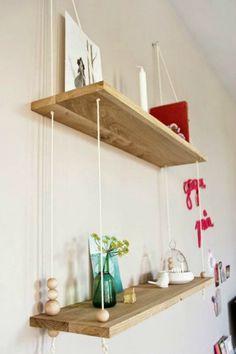 Los estantes son geniales para poner orden y decorar sin ocupar espacio. Aquí tienes diez modelos que puedes hacer tu mismo.