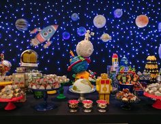 Themes for birthday parties according to age for child, ideas for 1 year old children's parties, birthday decoration for 2 year old child, such as Baby Birthday, 1st Birthday Parties, Nasa Party, Space Baby Shower, Astronaut Party, Outer Space Party, Birthday Decorations, Creations, Bernardo