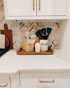 Quick Tips For Sprucing Up Your Home. - The Sister Studio Kitchen Countertop Decor, Kitchen Redo, Home Decor Kitchen, Kitchen Remodel, Kitchen Ideas, First Apartment, Apartment Kitchen, Apartment Living, Mexican Style Kitchens