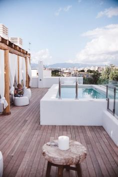 Inspiration deco outdoor: A mini pool for my terrace. Small pool / Terrace pool / Via Lejardindeclaire. Rooftop Pool Source by Small Above Ground Pool, Above Ground Swimming Pools, In Ground Pools, Oberirdischer Pool, Rooftop Terrace, Pool Backyard, Rooftop Decor, Moderne Pools, Rooftop Design