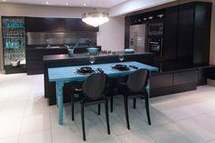 Usar cores diferentes do branco na cozinha é uma maneira de dar vida ao ambiente e deixar o seu cantinho mais estiloso!!