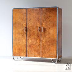 Kleiderschrank designklassiker  Modernistischer Stahlrohr Kleiderschrank im Bauhaus Stil von ...