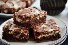 Pénteki süti: túrórudi brownie - Dívány Cheesecakes, Fudge, Brownies, Muffin, Food Porn, Food And Drink, Sweets, Baking, Eat