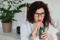 Toxins In Diet Biohacking For Women: How To Boost Hormone Health - mindbodygreen Juice Plus, Healthy Juices, Healthy Fats, Healthy Drinks, Healthy Snacks, Healthy Recipes, Health And Wellness, Health Tips, Holistic Wellness