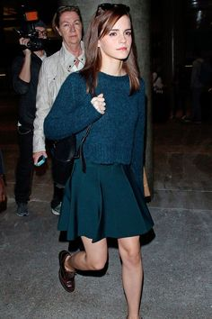 Emma Watson, black bag, brown oxfords, navy sweater, navy skirt ☑️