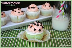 A girl I work with made these....AMAZING and so stinking cute!    Watermelon Cupcakes - Shugary Sweets