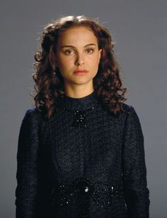 A gallery of Star Wars: Episode III - Revenge of the Sith publicity stills and other photos. Featuring Hayden Christensen, Ewan McGregor, Natalie Portman, Ian McDiarmid and others. Star Wars Padme, Amidala Star Wars, Queen Amidala, Natalie Portman Star Wars, Film Star Wars, Star Wars Art, Princesse Amidala, Nathalie Portman, Anakin And Padme
