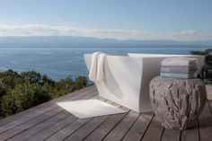 Bailet is a household linen brand with a rare expertise which is committed to develop products of unique quality, made from natural materials, finishes and neat embroidery. Live In Style, Brand Collection, Outdoor Furniture, Outdoor Decor, Sun Lounger, Branding Design, Luxury, Interview, Laurent