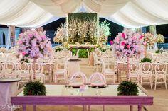 Así estuvieron dispuestos estos lugares en la boda especialmente para el novio y la novia, para que siempre tengan un lugar en primera fila., desde Feztiva.com
