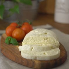 have not LIVED until you've had freshly made mozzarella. Here's how easy is it to make it at home.You have not LIVED until you've had freshly made mozzarella. Here's how easy is it to make it at home. Make Mozzarella Cheese, Mozzarella Homemade, Mozzarella Pasta, Burrata Cheese, Vegan Mozzarella, Mascarpone Cheese, Fresh Mozzarella, Fromage Cheese, Cheese Fruit