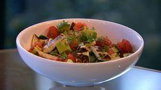 Sommersalat med melon & halloumi er en lækker dansk vegansk opskrift af Ditte Ingemann, Kogebogsforfatter fra Go' morgen Danmark, se flere salat på mad.tv2.dk