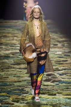 """<p tabindex=""""-1"""" class=""""tmt-composer-block-format-target tmt-composer-current-target"""">Dries Van Noten spring 2015 collection show.  Photo: Imaxtree</p>"""