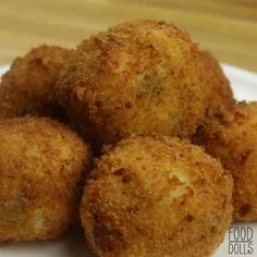 If you've got leftover mashed potatoes from thanksgiving then try this easy recipe. If you've got leftover mashed potatoes from thanksgiving then try this easy recipe. Mashed Potato Bombs, Fried Mashed Potatoes, Mashed Potato Cakes, Perfect Mashed Potatoes, Leftover Mashed Potatoes, Mashed Potato Recipes, Potato Dishes, Cheesy Potatoes, Baked Potatoes