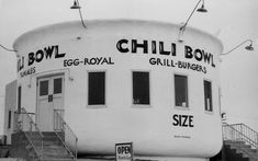 22 Vintage Pictures of Old Los Angeles Restaurants With Wacky Shapes ~ vintage e… 22 Vintage Bilder von alten Restaurants in Los Angeles mit verrückten Formen ~ Vintage Alltag Vintage Diner, Vintage Restaurant, Vintage Signs, Restaurant Signs, Vintage Ads, Unusual Buildings, Unusual Houses, Famous Buildings, Taco Stand