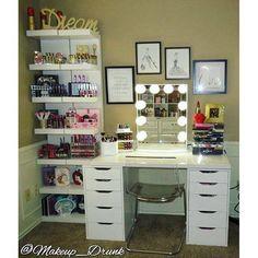 Elegant Makeup Room Checklist & Idea Guide for the best ideas in Beauty Room decor for your makeup vanity and makeup collection. Vanity Room, Vanity Desk, Dyi Vanity, Diy Vanity Mirror With Lights, Vanity Set Up, Vanity Area, Mirror Vanity, Furniture Vanity, White Mirror