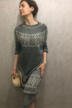 Mascarilla de punto Patrones de punto gratuitos y de pago Dresses With Sleeves, Long Sleeve, Fashion, Knit Patterns, Dots, Tejidos, Moda, Gowns With Sleeves, Fashion Styles