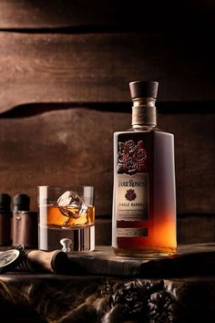 Beverage photography on a budget. Watch pro food photographer Skyler Burt use a single studio light to make stunning image of this beautiful whiskey bottle. Whiskey Drinks, Cigars And Whiskey, Scotch Whiskey, Whiskey Bottle, Whiskey Label, Whiskey Shots, Bar Drinks, Cocktail Photography, Glass Photography