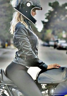 http://www.thegentlemanracer.com/search/label/Car%20Girls