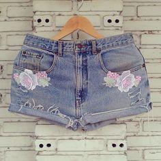 Hand Lace Vintage Jean Shorts / Cut Off Vintage Jeans Shorts by KodChaPhorn