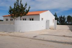 Overseas Real Estate - 3 bedroom villa with 6.080m2 of land - 15min from Obidos