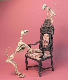Post with 37 votes and 3598 views. Tagged with halloween, miniatures, dollhouse; Various spooky dollhouses & miniatures for Halloween - /r/dollhouses Halloween Village, Halloween Displays, Halloween Doll, Halloween House, Fall Halloween, Halloween Crafts, Halloween Decorations, Halloween Vampire, Haunted Dollhouse